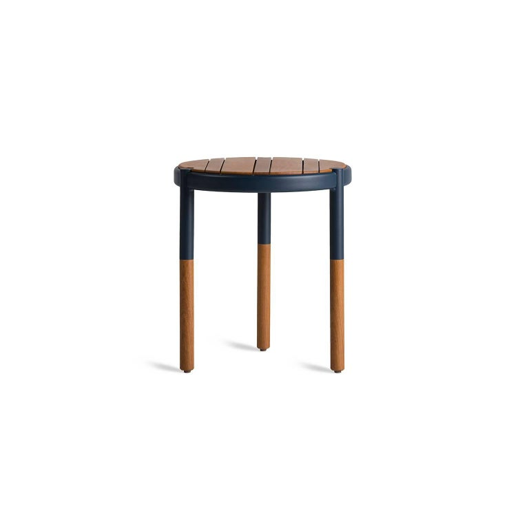 These nesting side tables, made ins olid wood and metal are designed for outdoor use. The round side table, minimalist design for outdoors is a side table that combines thin solid wood thickness with a heavy duty body, we combine the sweet and