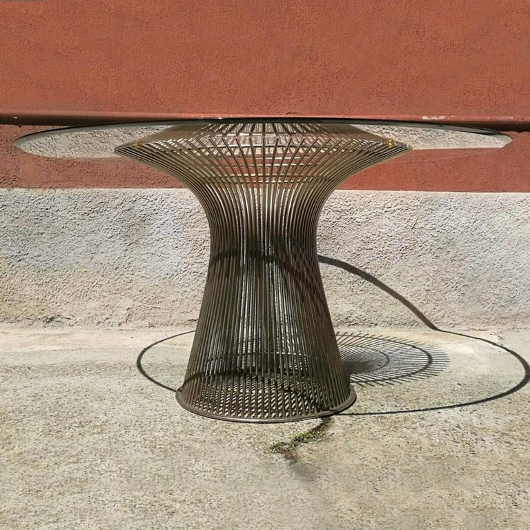 Round steel and glass top, dining table by Warren Platner for Knoll, 20th Century. Dining table designed by Warren Platner edited by Knoll, composed of a steel structure with welded rods creating curved shapes and circular glass top, USA, 20th