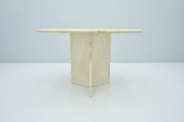 Round Travertine Dining Table, Italy, 1970s In Good Condition In Frankfurt / Dreieich, DE