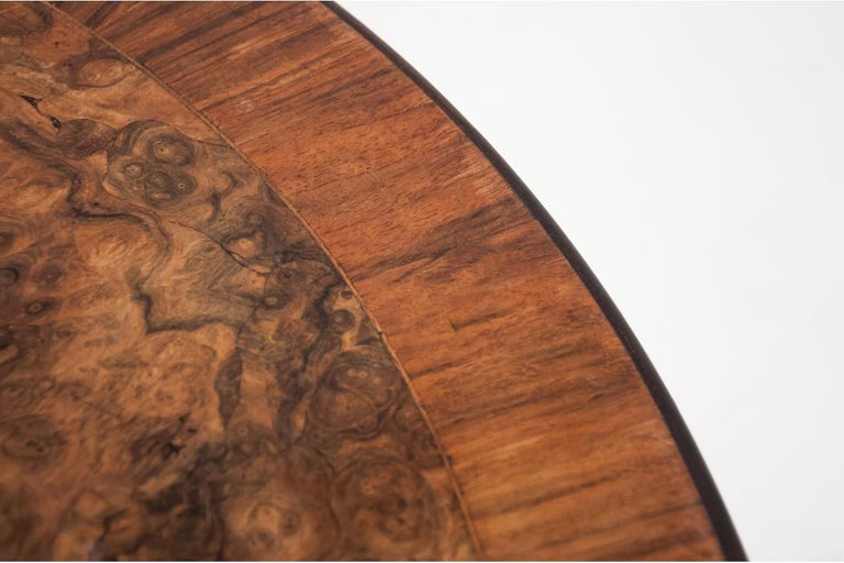 Round Walnut Table from Around 1920 In Good Condition For Sale In Chorzów, PL