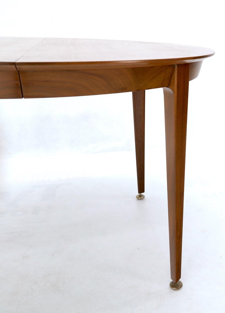 Round Walnut Tapered Legs Dining Room Table with Two Extensions Boards In Excellent Condition For Sale In Blairstown, NJ