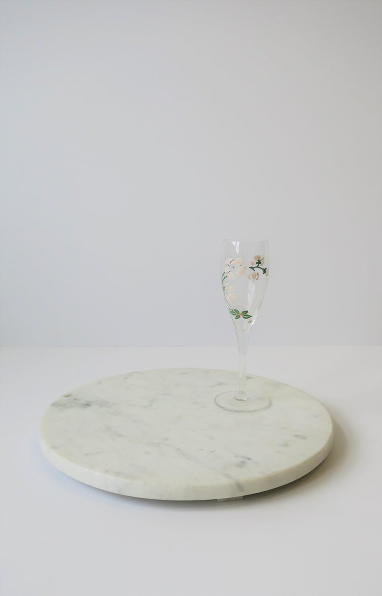 Round White Marble Trivet or Tray In Good Condition For Sale In New York, NY