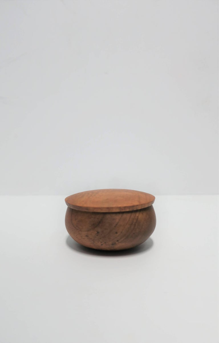 Minimalist Round Wood Trinket or Jewelry Box For Sale
