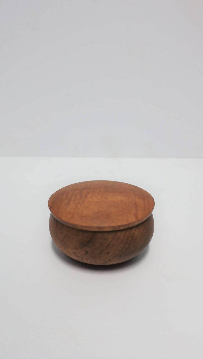 Round Wood Trinket or Jewelry Box For Sale 2