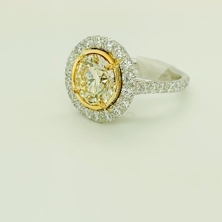 Contemporary Round Yellow Diamond Ring 4.01 Carat, Set in Platinum/18 Karat Yellow Gold For Sale