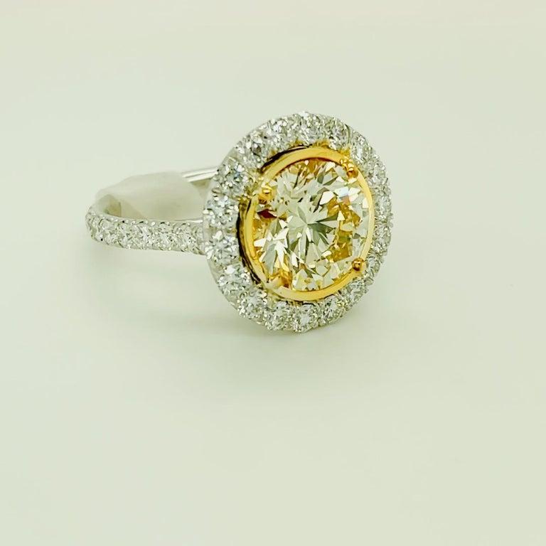Round Cut Round Yellow Diamond Ring 4.01 Carat, Set in Platinum/18 Karat Yellow Gold For Sale