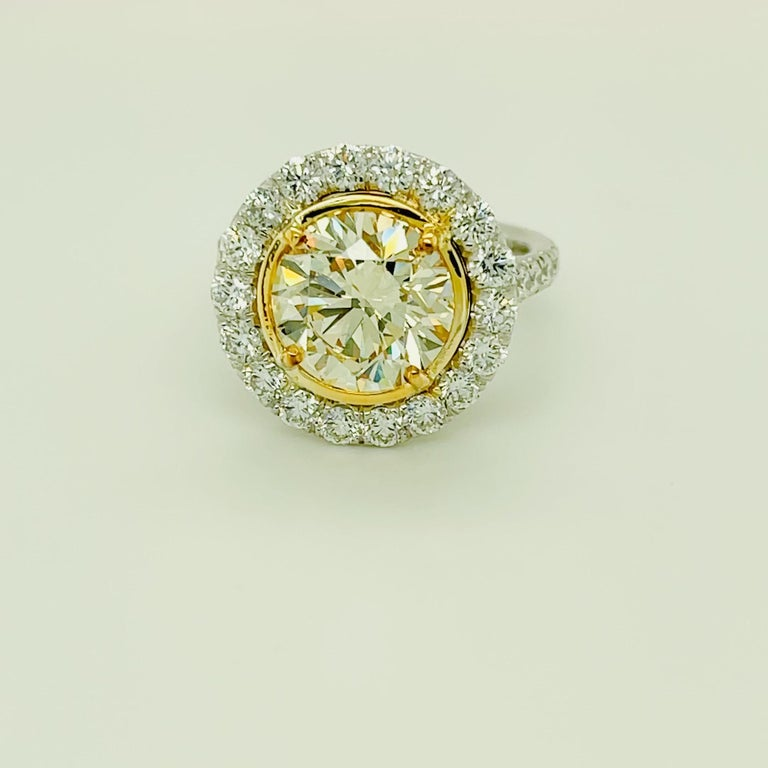 Round Yellow Diamond Ring 4.01 Carat, Set in Platinum/18 Karat Yellow Gold In New Condition For Sale In Beverly Hills, CA