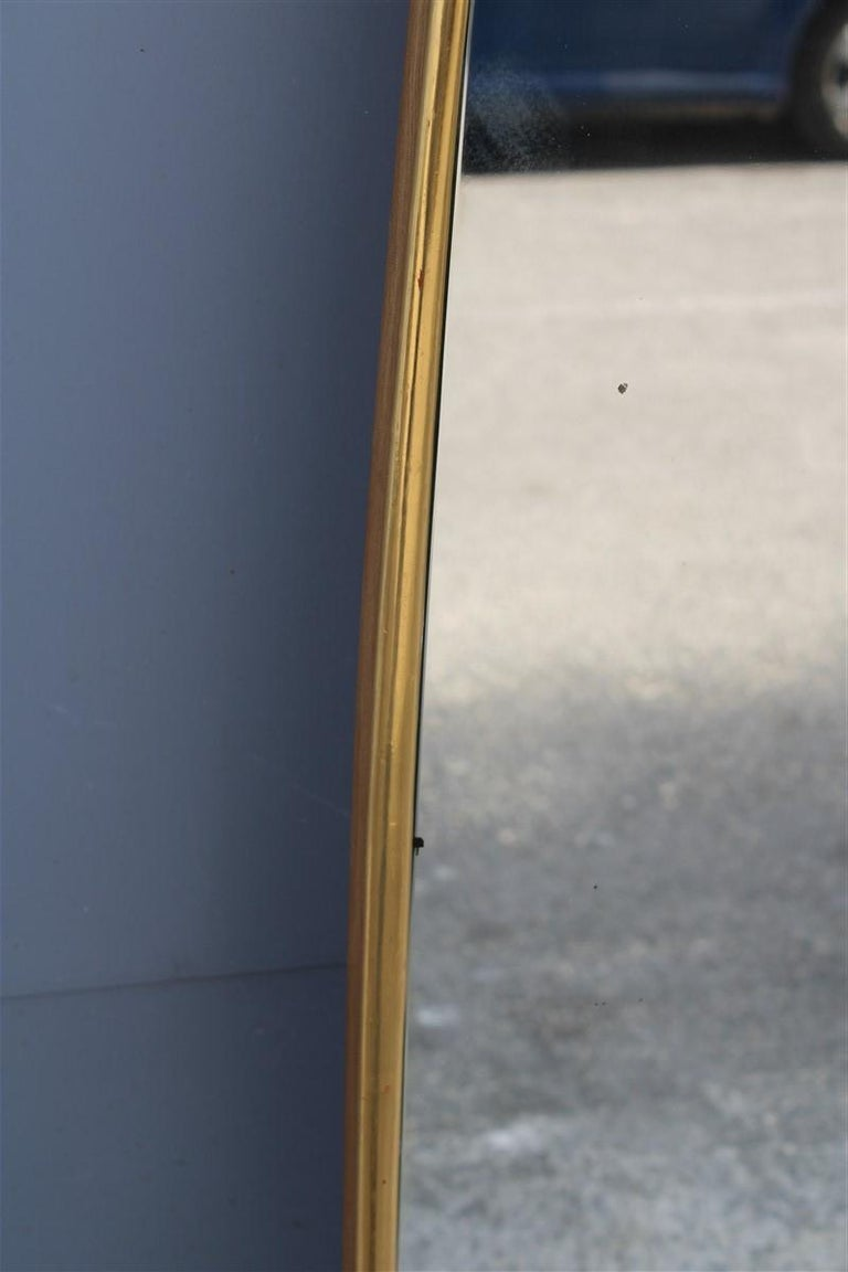 Rounded Midcentury Wall Mirror 24-Karat Gold Wood Italian Design Gio Ponti Style In Good Condition For Sale In Palermo, Sicily