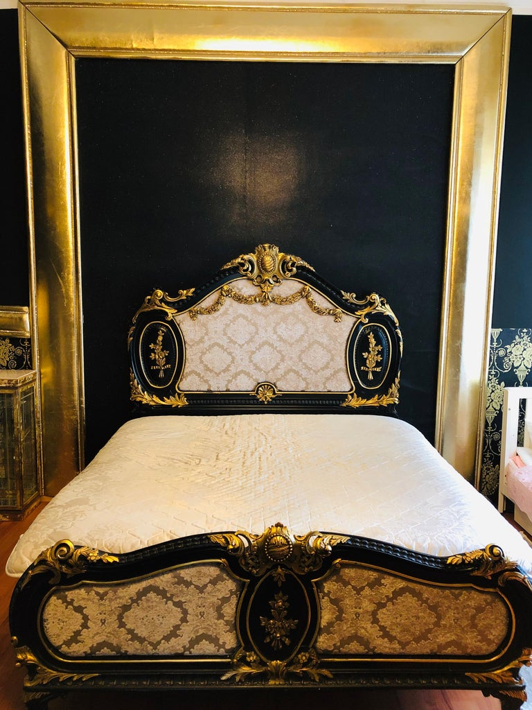 Italian Royal Bed in Louis XV Style Custom Made For Sale