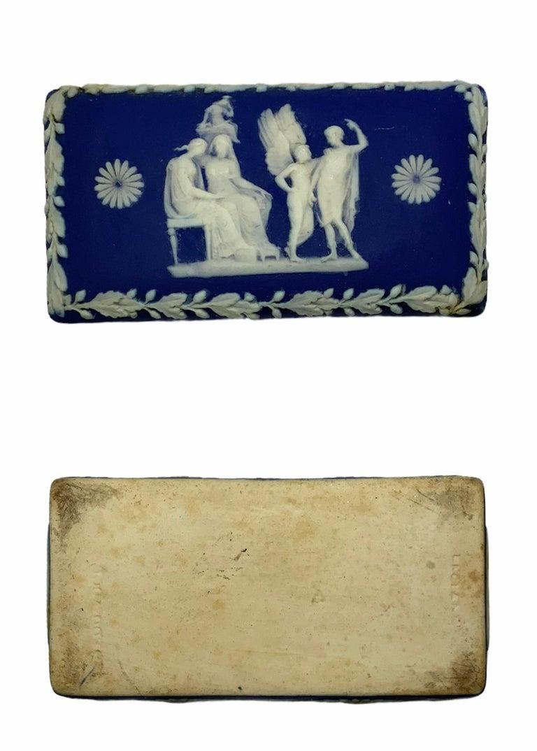 Royal Blue Jasperware Trinket Box In Good Condition For Sale In Guaynabo, PR