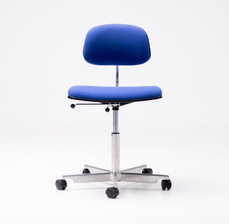 A design icon, the Kevi task chair offers adjustable height, adjustable angle back and adjustable seat height.  Surprisingly comfortable, the Kevi chair is a favorite among architects and designers for its sturdy design, clear articulation and long