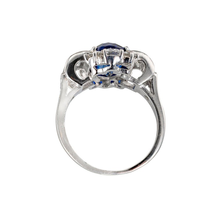 Royal Blue Sapphire Diamond Platinum Ring In Good Condition For Sale In Los Angeles, CA