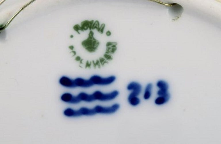 Royal Copenhagen Christmas Plate from 1920 In Excellent Condition For Sale In Copenhagen, Denmark