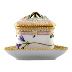 Royal Copenhagen Flora Danica Triangular Cream Cup, Dessin # 20/3575