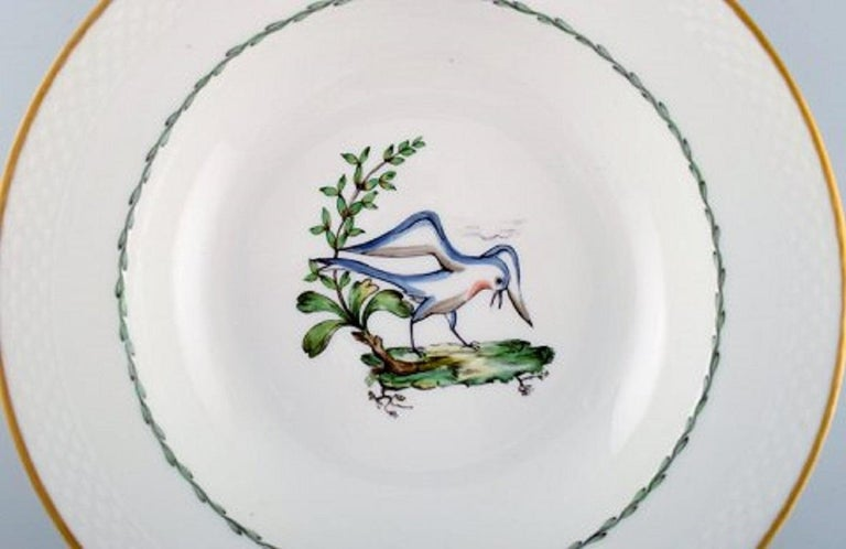 Royal Copenhagen soup plate in hand painted porcelain with bird motifs and gold decoration. Early 20th century. 17 pcs in stock. Measures: 25.5 x 5 cm. In very good condition. Stamped. 2nd factory quality.