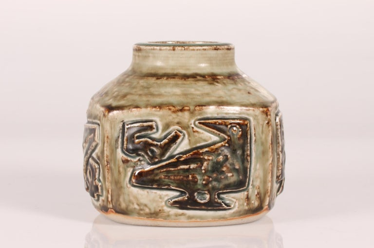 Square stoneware vase no. 21925 with bird motif designed by Danish ceramist Jørgen Mogensen and manufactured by Royal Copenhagen  The dish is signed with 3 blue waves for Royal Copenhagen and marked for production in the period 1975-79. It also