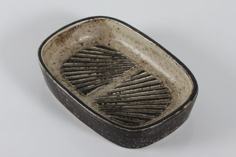 Mid-Century Modern Royal Copenhagen Stoneware Dish by Eva Stæhr-Nielsen No. 22361, circa 1969 For Sale