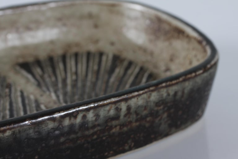 Danish Royal Copenhagen Stoneware Dish by Eva Stæhr-Nielsen No. 22361, circa 1969 For Sale