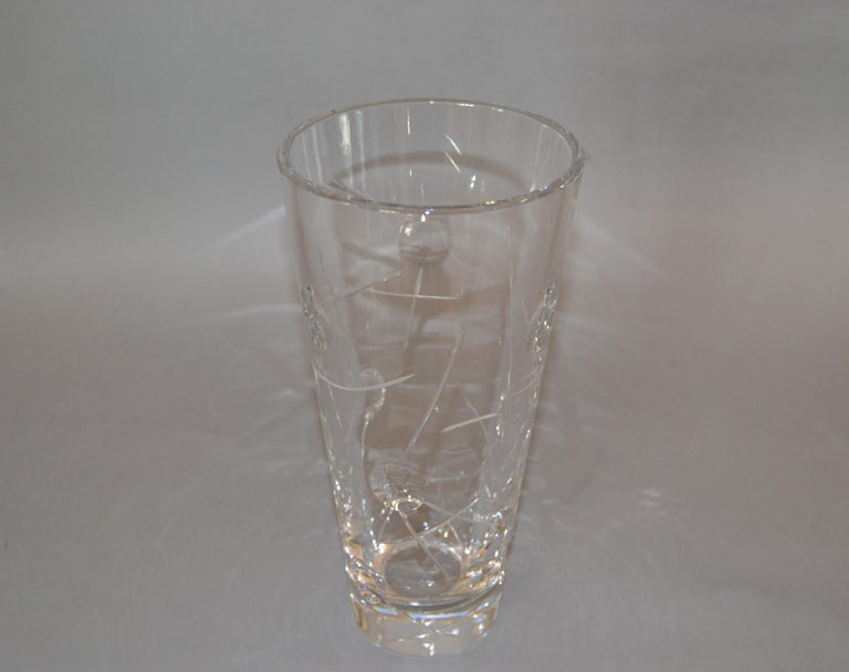 Royal Doulton Cut Crystal Vase with Bubbles and Etching, England For Sale 4