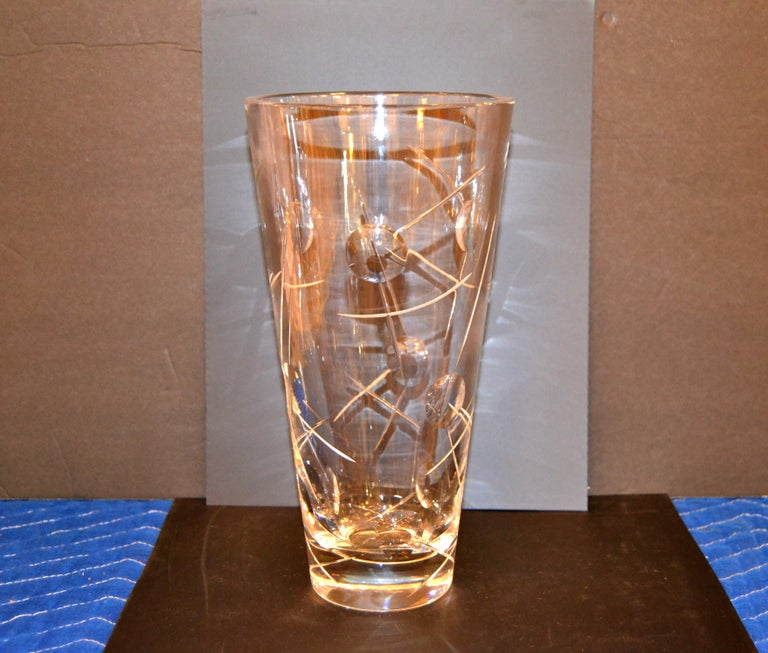 Royal Doulton Cut Crystal Vase with Bubbles and Etching, England For Sale 6
