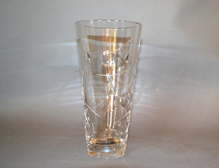 Lovely Royal Doulton finest cut crystal vase with bubbles and criss cross etching. Made in England and marked underneath. The vase is heavy and 5 inches wide at the top.