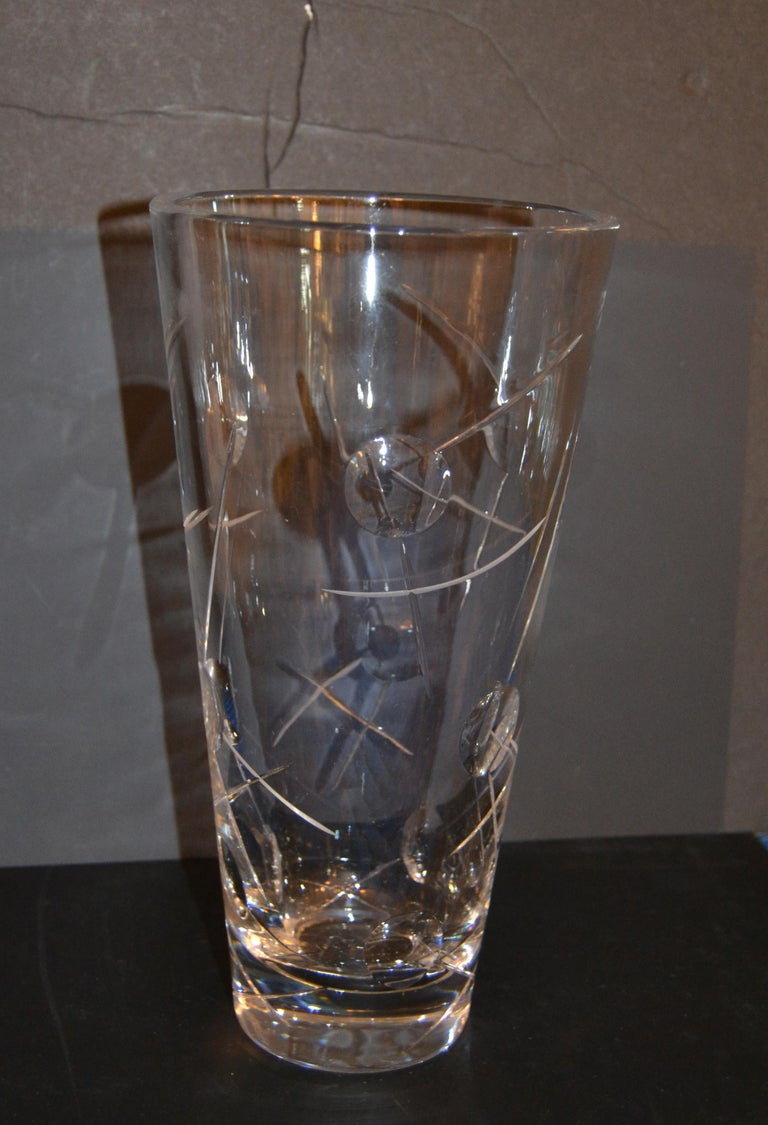 Royal Doulton Cut Crystal Vase with Bubbles and Etching, England For Sale 1