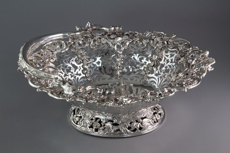 Royal Interest, a George II Silver Harvest Basket London 1759, by William Tuite In Good Condition For Sale In Cornwall, GB