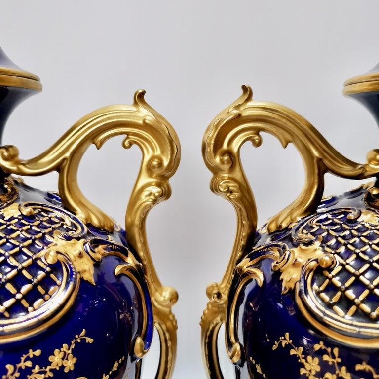 Royal Worcester 2 Porcelain Vases, Mazarine Blue, Orchids Signed F Roberts, 1901 For Sale 5