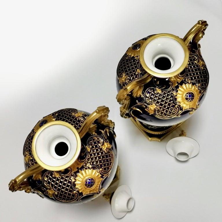 Royal Worcester 2 Porcelain Vases, Mazarine Blue, Orchids Signed F Roberts, 1901 For Sale 11