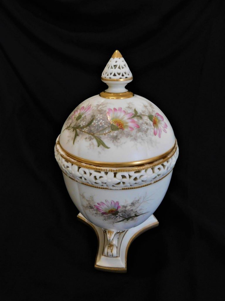 English Royal Worcester Lidded Potpourri Porcelain Jar with Lid and Cover For Sale