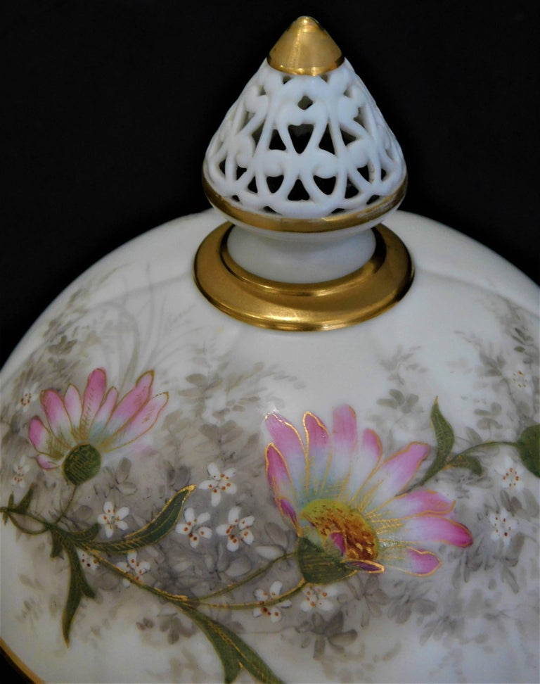 Royal Worcester Lidded Potpourri Porcelain Jar with Lid and Cover For Sale 1