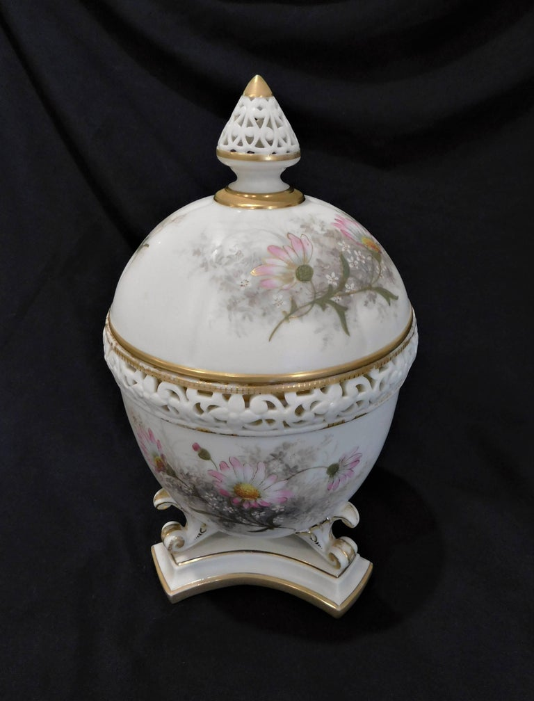 Royal Worcester Lidded Potpourri Porcelain Jar with Lid and Cover For Sale 2