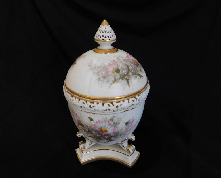 Royal Worcester Lidded Potpourri Porcelain Jar with Lid and Cover For Sale 3