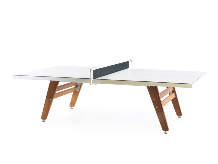 The RS ping-pong folding table is a new folding table concept. It restores its design to its rightful place and combines the functionality of a folding ping-pong table with the signature design of RS-Barcelona products. The RS ping-pong folding is