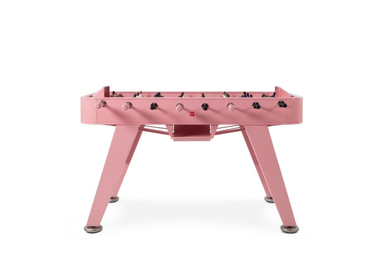 The RS#2 football table is a spectacular reinterpretation of one of our cultural classics. It's made with high-quality steel and a polyester paint finish. Outdoor models are made with weather resistant stainless steel. Also designed with
