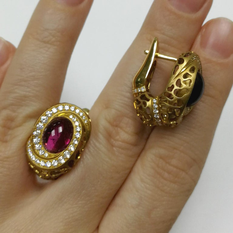 Rubellite 8.31 Carat Diamonds 18 Karat Yellow Gold Coral Reef Earrings In New Condition For Sale In Bangkok, TH