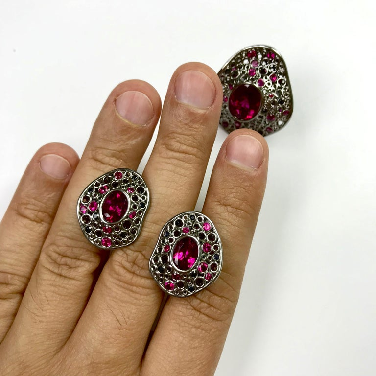 Contemporary Rubellite Tourmaline 4.54 Carat, Ruby Sapphire 18 Karat Black Gold Earring For Sale