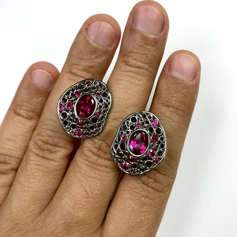 Oval Cut Rubellite Tourmaline 4.54 Carat, Ruby Sapphire 18 Karat Black Gold Earring For Sale