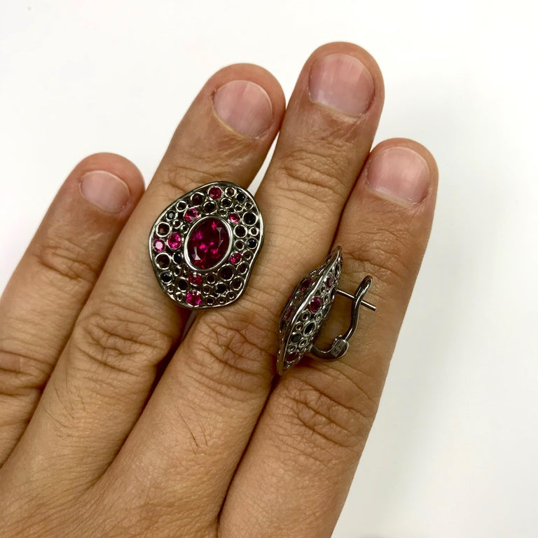 Rubellite Tourmaline 4.54 Carat, Ruby Sapphire 18 Karat Black Gold Earring In New Condition For Sale In Bangkok, TH