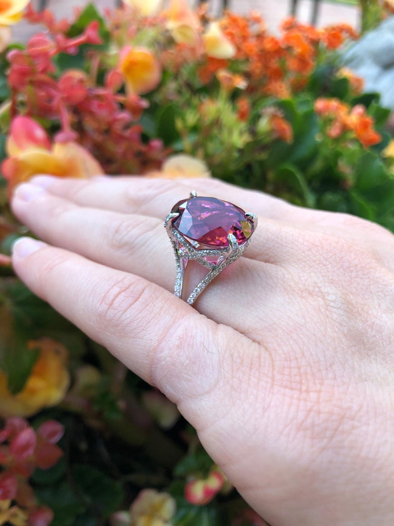 Rubellite Tourmaline Ring 11.90 Carat Oval In New Condition In Beverly Hills, CA