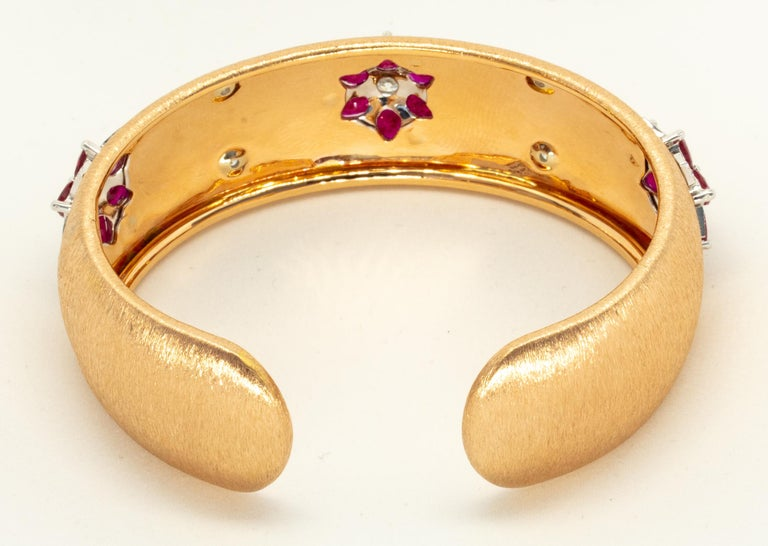 Pear Cut Rubies 18 Karat Rose White Gold Link Bangle with Diamonds For Sale