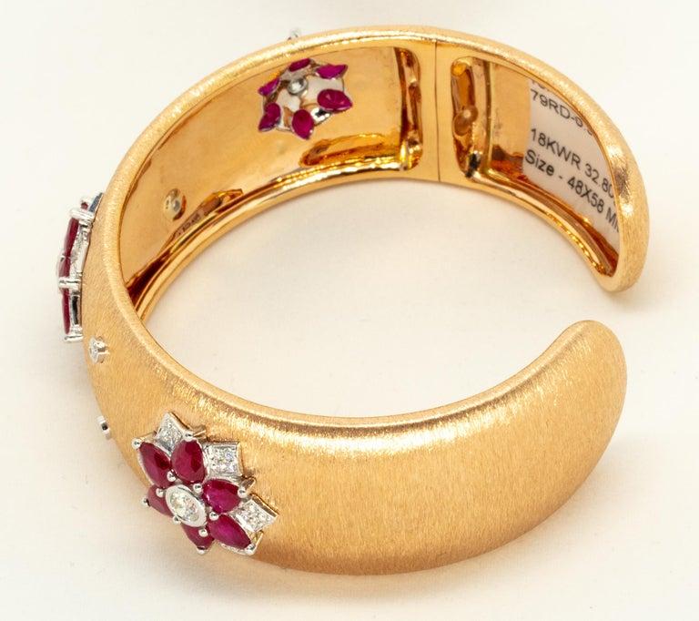 Rubies 18 Karat Rose White Gold Link Bangle with Diamonds In New Condition For Sale In Hong Kong, HK