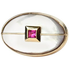 Ruby 18 Karat Gold Mother of Pearl Cocktail Ring