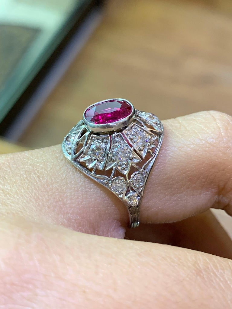 Ruby and Diamond Cocktail Ring, circa 1920s In Good Condition For Sale In London, GB