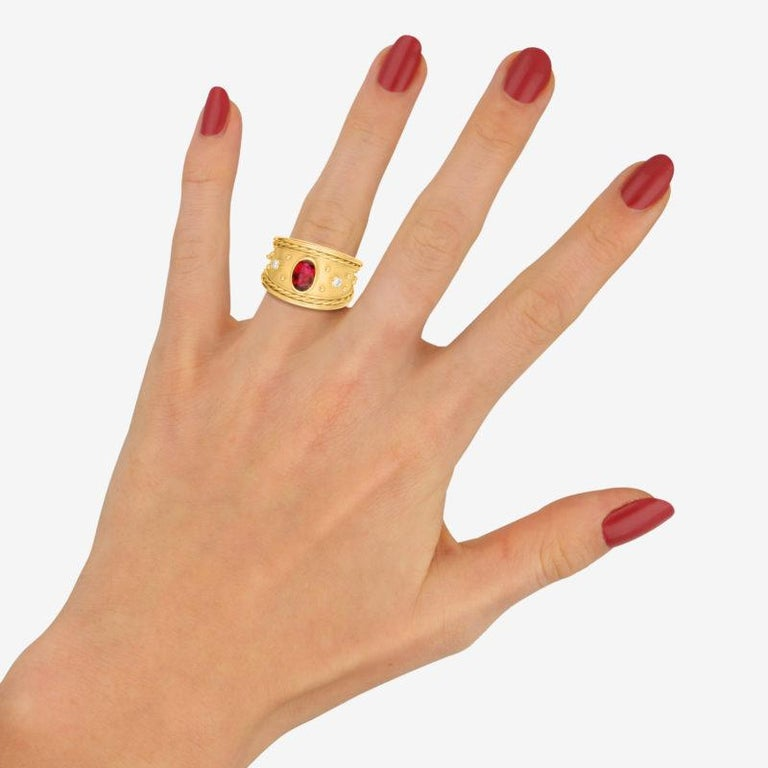 Ruby and Diamond Etruscan Cocktail Dress Ring Set in 18 Karat Yellow Gold In Good Condition For Sale In London, GB