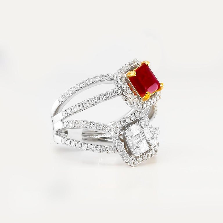 Ruby and Diamonds Ring 18 Karat Gold In Excellent Condition For Sale In Carlsbad, CA