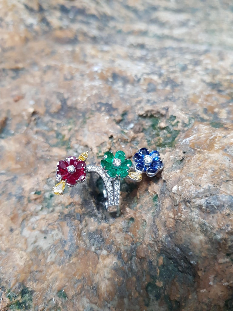 Ruby, Blue Sapphire, Emerald with Yellow Diamond and Diamond Ring 18k White Gold For Sale 1