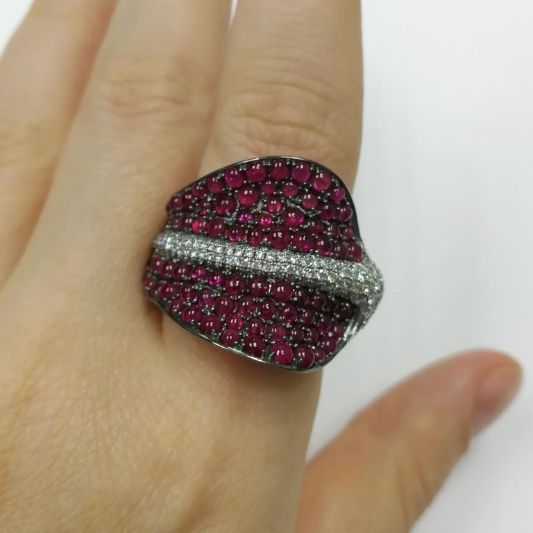 Ruby Cabochon Diamonds 18 Karat Yellow and Black Gold Stingray Ring For Sale 3