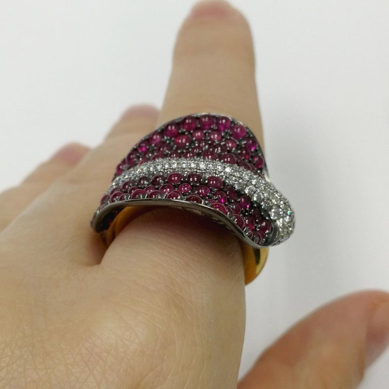 Ruby Cabochon Diamonds 18 Karat Yellow and Black Gold Stingray Ring For Sale 4