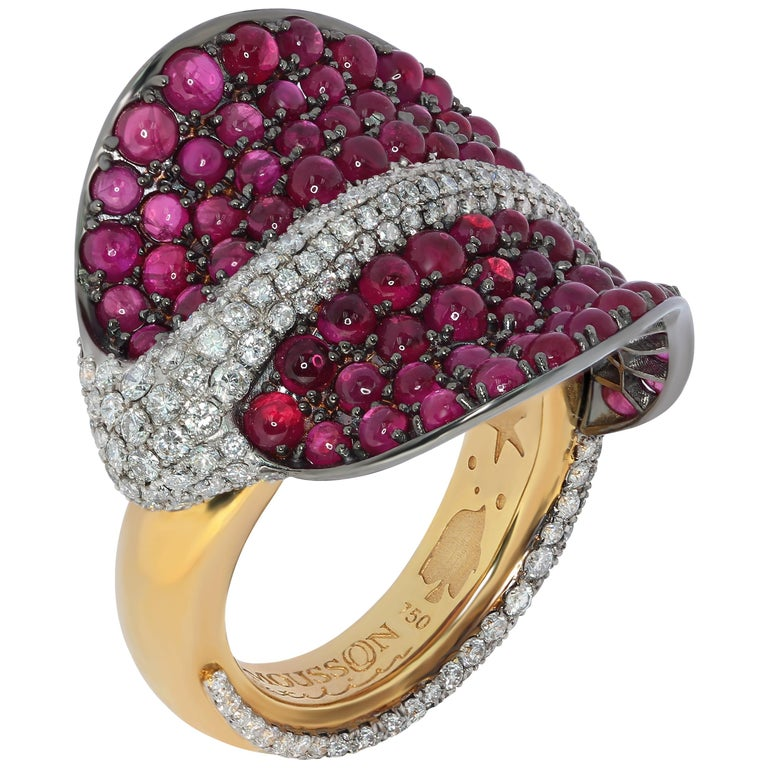 Ruby Cabochon Diamonds 18 Karat Yellow and Black Gold Stingray Ring For Sale